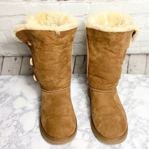 UGG® Bailey Boots Size 6